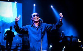 foto-concerto-antonello-venditti-live-paladozza-bologna-14-aprile-2012_cantelli_1-610x405